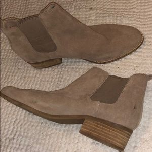 NEW NEVER WORN STEVE MADDEN BOOTIES